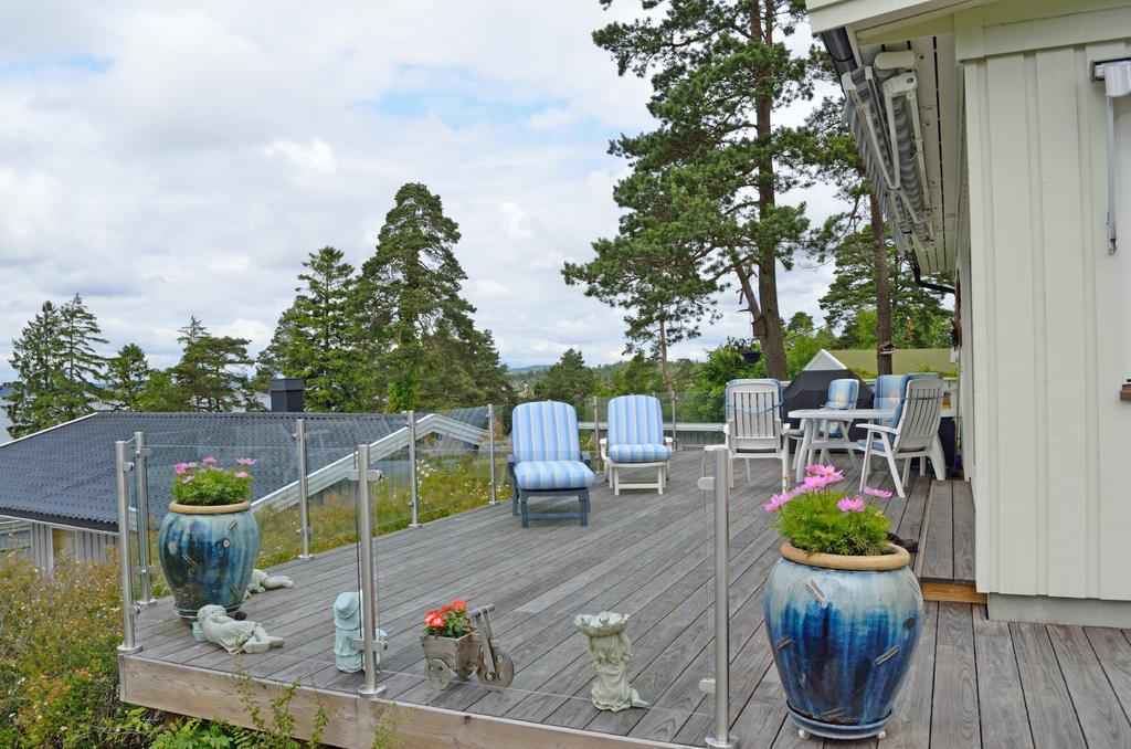 Skrotet den gamle hytta, bygde ny med vidåpen utsikt mot fjorden ...