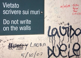 Do not write on the walls_320x230.jpg