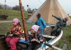 Tusseladdenbarn i båt