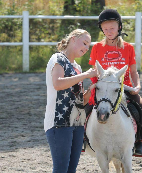 Jente på hest