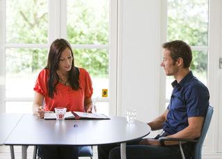 Samtale kvinne og mann