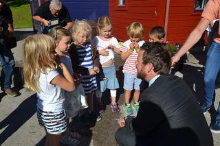 Havnabarn prater med kunnskapsministeren
