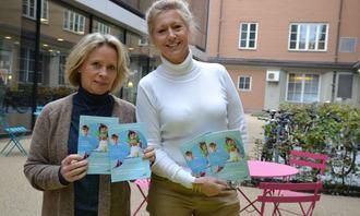 Åse-Berit Hoffart og Lou C. Norreen med brosjyre