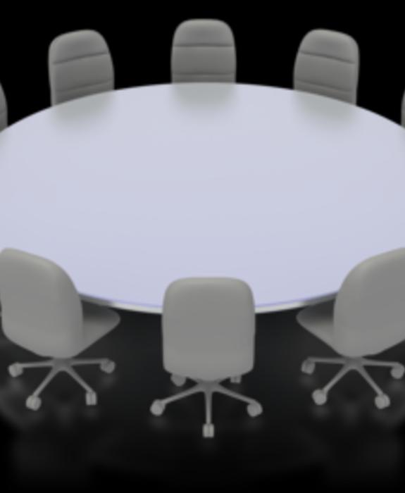 Rundt møtebord med stoler