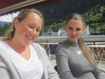 Frå venstre Elisabeth Øynebråten og Anette Sviggum