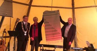 Ordførar Noralv Distad, Bjørg Fritsvold og rektor ved Sogn Jord- og Hagebruksskule Aksel Hugo