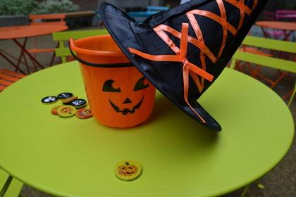 Halloween-gotteri og bøtte