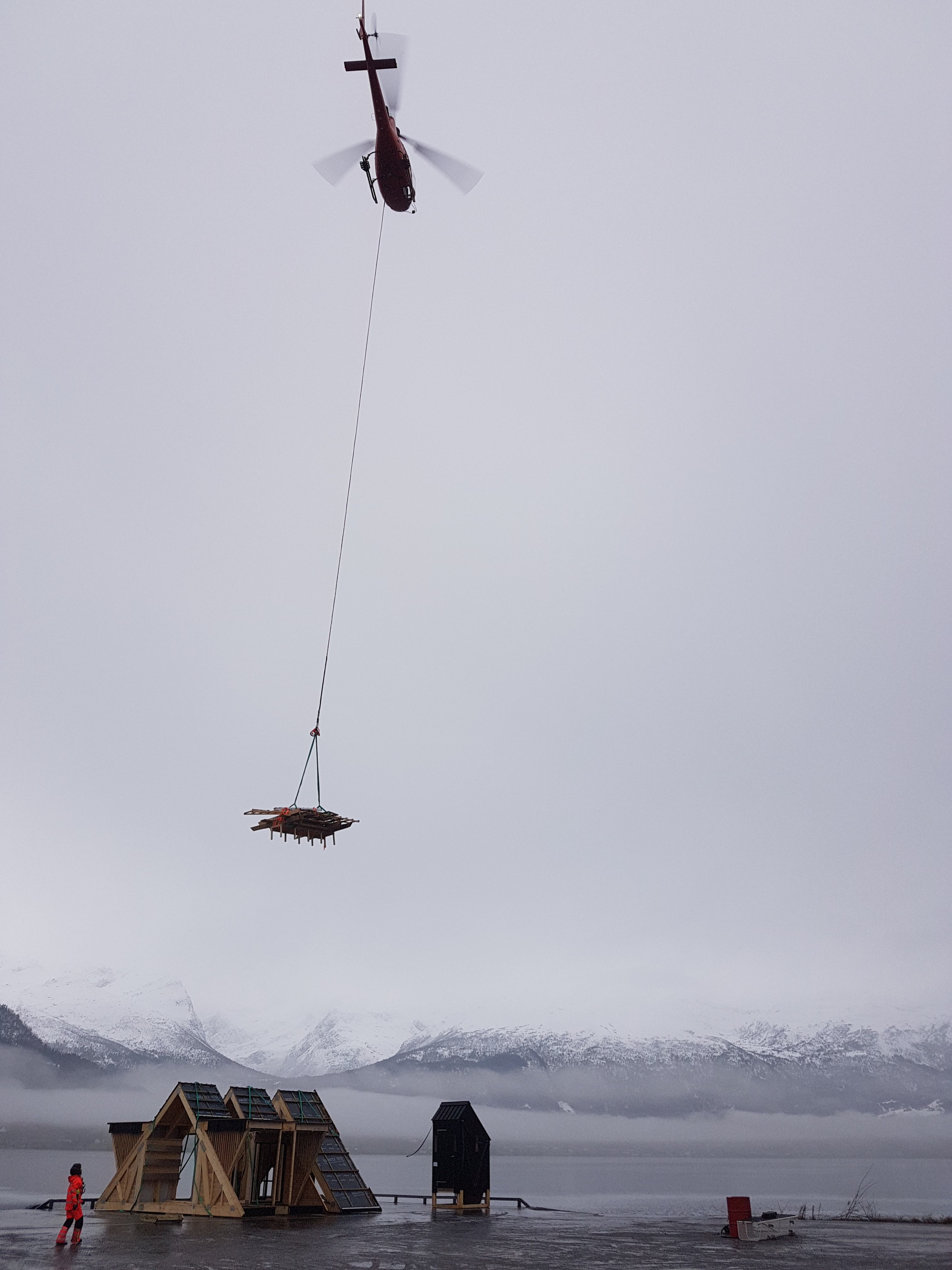 Helikopterløft dagsturhytta