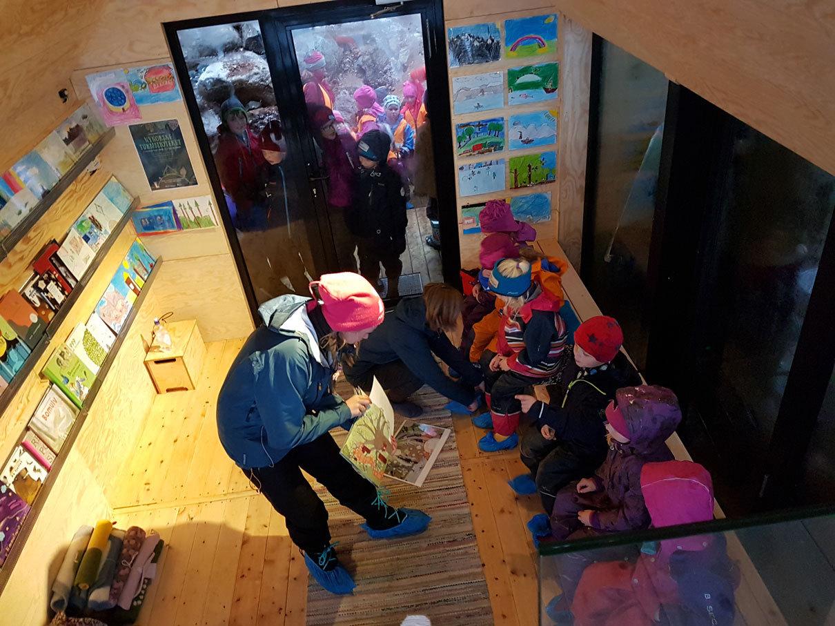 Lesestund Kom la oss lage fest i Trivselsskogen ved lesegledar Marthe Holien Bø