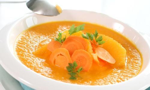 gulrotsuppe-med-sjalottlok-og-appelsin