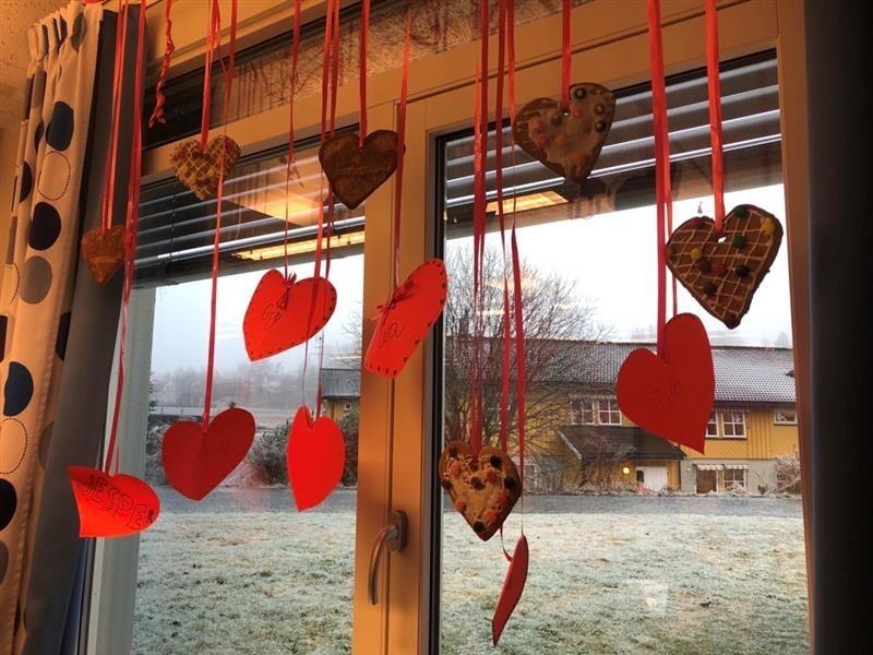 julehjerter i vindu.jpg
