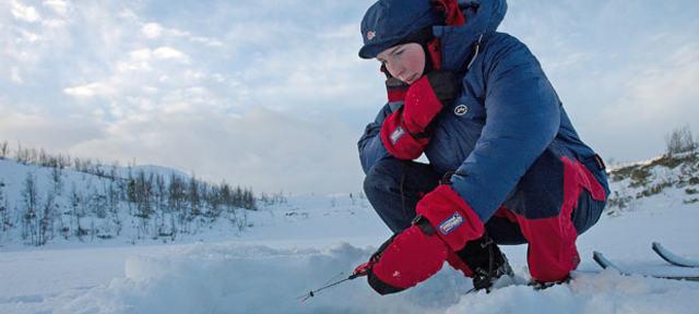Girl wearing insulating primaloft jacket ice fishing with mormyshka ----Jente med isolerende jakke i primaloft fisker p� isen med mormyshka