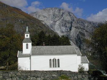 Bakka kyrkje 26.09.2002 Foto: Kyrkjelydskontoret