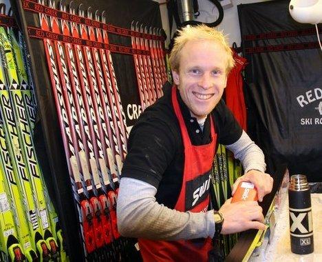 Fersk i smørebua, men det koster avgårde på skitest med Jon Kristian Svaland.