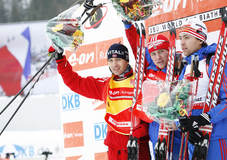 Hochfilzen. Skiskyting. Ole Einar B¿rndalen, Dmitri Yaroshenko og  og Andrei Makoveev pŒ pallen