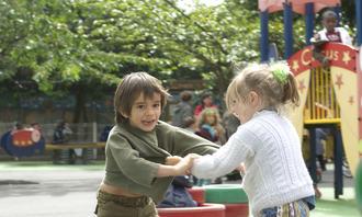 To barn slåss