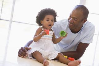 Afrikansk pappa med jente