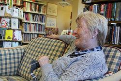 Ingrid med strikketøy på Hobbykvelden i juni2012.