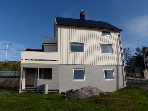 hus fra nedsiden_500x375