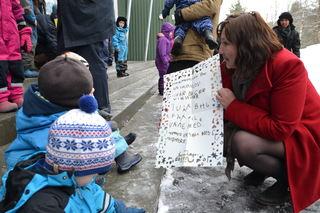 Lena Jensen med barnas grunnlov