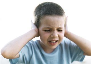 Gutt holder for ørene