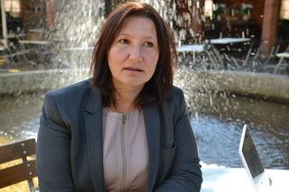 Lena Jensen alvorlig v fontene
