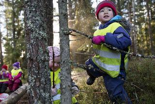 Jenten klatrer i tre Bhgdagen15