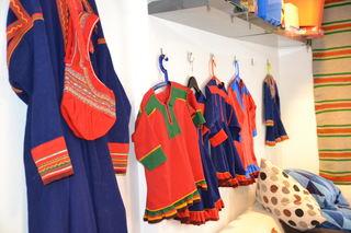 Besøk i samisk barnehage, kofter