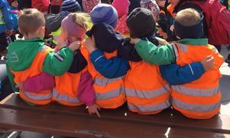 Vennskap i Vollen barnehage Bodø (Foto Ann-Hilde Hansen