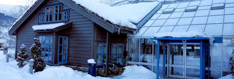 Hus i snøen