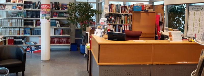 Bibliotek innefrå