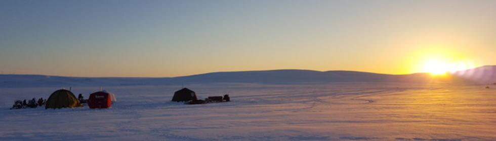 Solnedgang over leiren