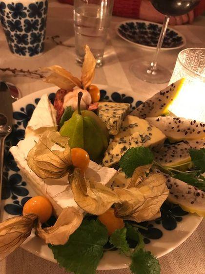 Ula - En ostebit med pære og qumcuatmarmelade!
