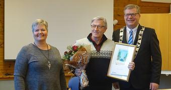 Leiar i Omsorg, oppvekst og kultur Monica Finden, prisvinnar Leif Inge Underdal og ordførar Noralv Distad