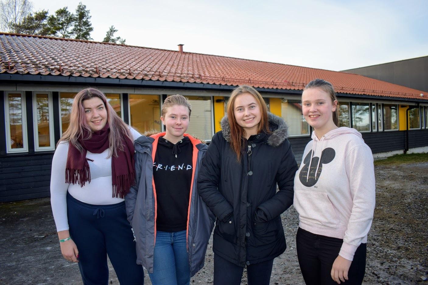 Ungdommene nært - Jennie Martine Hanssen, Sarah Hermine Svanberg, Camilla Glimsdal, Kristine Majgaard Svendsby.JPG