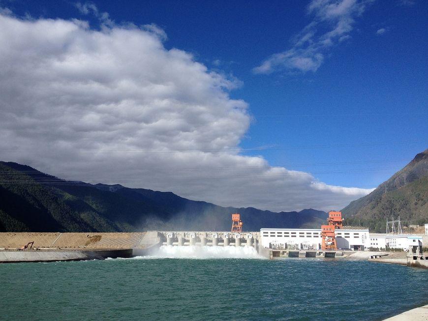 hydropower-2190422_1280