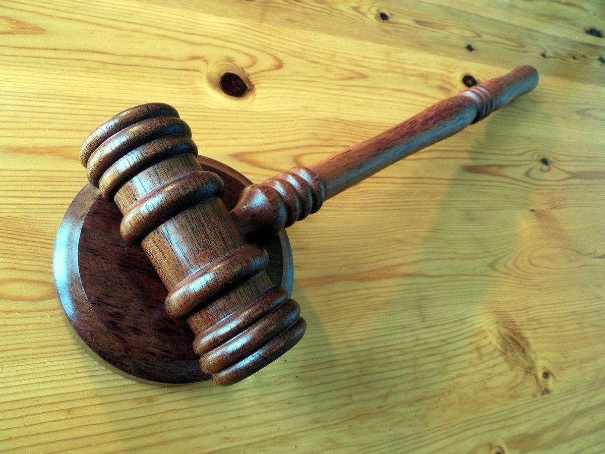 Domstol - klubbe
