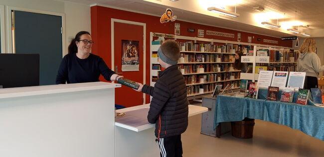 Aurland folkebibliotek - skranke