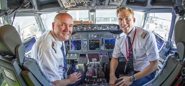 Norwegian 737 pilots in cockpit crop