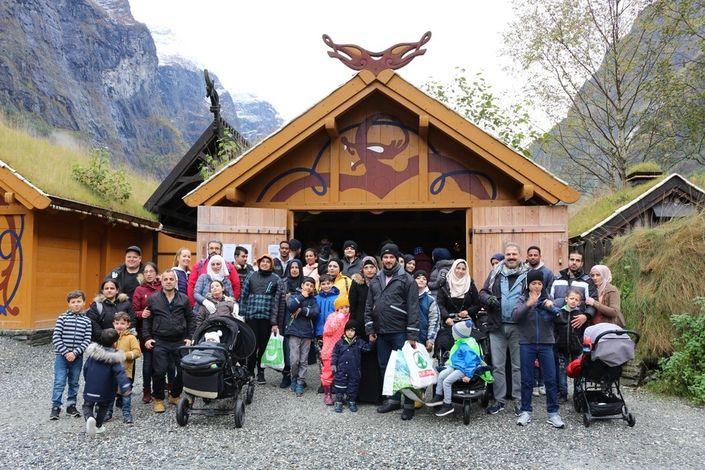 "55 spente ""vikingar"" er klar for omvisning i Njardarheimr."