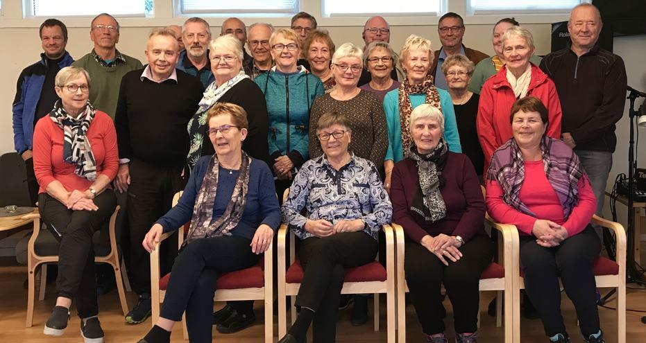 Denne gjengen jobber som frivillige og kjører ut mat fra Vertshuset og til eldre som bor hjemme. Det finnes også mange andre oppgaver for en som ønsker å engasjere seg i kommunen. Alta Frivilligsentral koordinerer det meste innen frivillig arbeid.