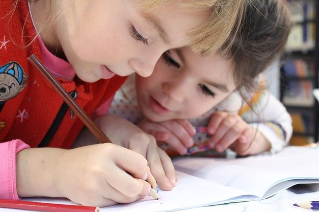 Skole - barn skriver