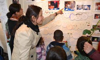 Barnehagemor på utstilling Holmlia