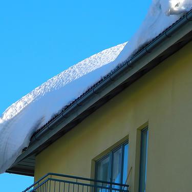 snø på hustak