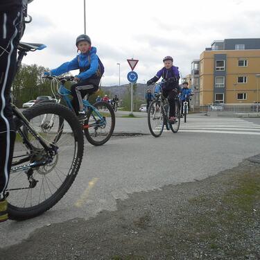 Barn på sykkel Alta