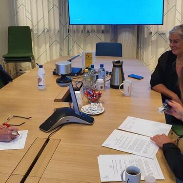 Rikke Raknes signerer samarbeidsavtale