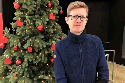 JULEHILSEN: Einar Olav Larsen ønsker alle barn, foreldre og barnehageansatte god jul.