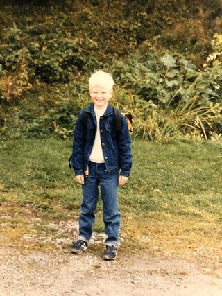 FØRSTE SKOLEDAG: Bilde av Einar Olav Larsen på første skoledag i 1986.
