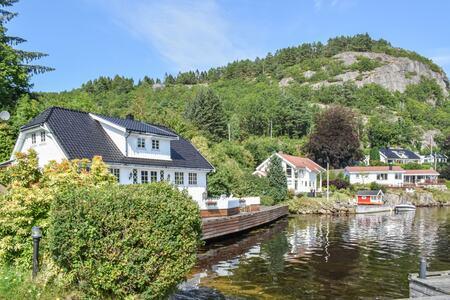 VIL TIL SØRLANDSKYSTEN: De norske hytteturistene holder seg i stor grad til eget hjemland i år, og har Agder på toppen av favorittlisten. (Foto: Novasol)