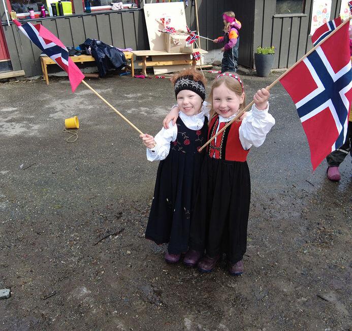 Jentene med flagg